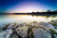 Nascer do sol no lago Genebra em Genebra, Suíça Foto de Stock