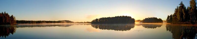 Nascer do sol no lago Virserumssjoen Imagens de Stock Royalty Free
