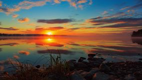 Nascer do sol no lale em Finlandia video estoque