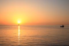 Nascer do sol no mar. Fotografia de Stock