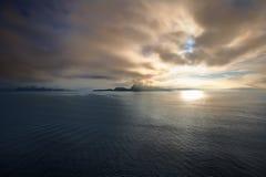 """Nascer do sol no mar norueguês, †""""Noruega de Alesund - Escandinávia Imagem de Stock"""