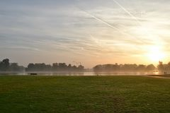 Nascer do sol no parque Londres dos jardins de Kensington Fotos de Stock