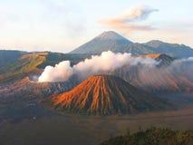 Nascer do sol no parque nacional de Bromo da montagem, Java, Indone fotografia de stock