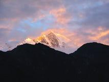 Nascer do sol no parque nacional de Sagarmatha, Himalayas imagens de stock royalty free