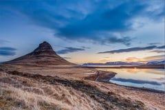 Nascer do sol no parque nacional mais chuvoso do Mt Kirkjufell, Islândia Fotografia de Stock