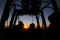 Nascer do sol no passeio do balão de ar quente Fotografia de Stock Royalty Free