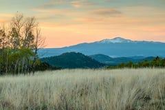 Nascer do sol no pico dos piques Imagens de Stock