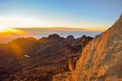 Nascer do sol no ponto Lenana, parque nacional do Monte Quénia, Kenya fotografia de stock royalty free