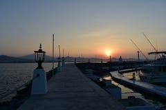 Nascer do sol no porto de Las Hadas imagens de stock royalty free