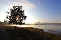 Nascer do sol no reservatório Imagem de Stock Royalty Free