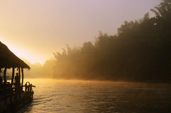 Nascer do sol no rio de Kwai Imagem de Stock Royalty Free
