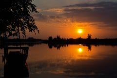 Nascer do sol no rio em Vietname imagens de stock