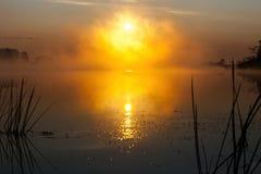 Nascer do sol no rio na manhã Rússia Fotografia de Stock Royalty Free