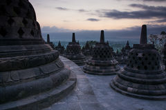 Nascer do sol no templo budista de Borobudur, Java Island, Indonésia Foto de Stock