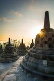 Nascer do sol no templo budista de Borobudur, Java Island, Indonésia Fotografia de Stock