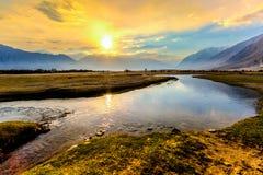 Nascer do sol no vale de Nubra, Leh Ladakh, Jammu e Caxemira, Índia Fotos de Stock Royalty Free