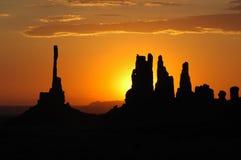 Nascer do sol no vale do monumento fotografia de stock royalty free