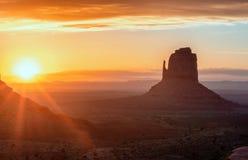 Nascer do sol no vale do monumento EUA fotografia de stock