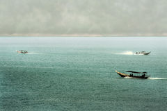Nascer do sol os barcos da represa Foto de Stock