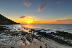 Nascer do sol pela grande estrada do oceano, Victoria, Austrália Foto de Stock