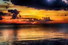 Nascer do sol pela lagoa Imagens de Stock
