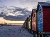Nascer do sol pitoresco na praia falsa da baía - 5 foto de stock royalty free