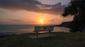 Nascer do sol que olha para fora sobre Coral Sea foto de stock