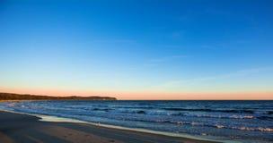 Nascer do sol romântico na praia do mar Báltico, Sopot, Polônia Imagens de Stock Royalty Free
