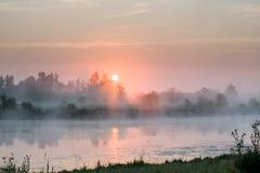 Nascer do sol roxo Fotografia de Stock Royalty Free