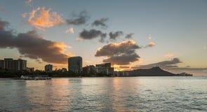 Nascer do sol sobre a cabeça do diamante de Waikiki Havaí Fotos de Stock