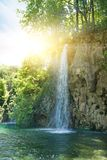 Nascer do sol sobre a cachoeira foto de stock