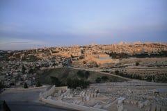 Nascer do sol sobre a cidade antiga da branco-pedra Fotografia de Stock