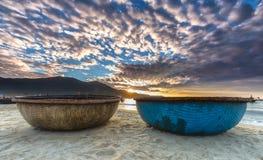 Nascer do sol sobre em minha praia de Khe no Da Nang Fotografia de Stock