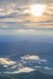 Nascer do sol sobre a escala de montanhas Imagens de Stock Royalty Free