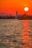 Nascer do sol sobre a igreja Imagem de Stock