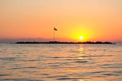 Nascer do sol sobre a ilha Imagem de Stock Royalty Free