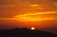 Nascer do sol sobre a montanha Imagens de Stock Royalty Free