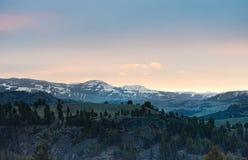 Nascer do sol sobre montanhas, parque nacional de Yellowstone Imagens de Stock Royalty Free