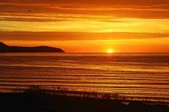 Nascer do sol sobre Moray Firth, Escócia imagem de stock