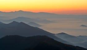 Nascer do sol sobre a névoa Fotografia de Stock Royalty Free