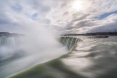 Nascer do sol sobre Niagara Falls de Canadá Imagens de Stock