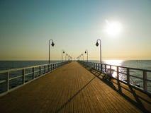 Nascer do sol sobre o cais em Gdynia, Polônia foto de stock royalty free