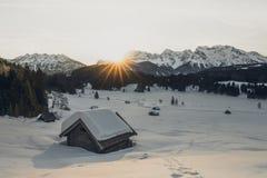 Nascer do sol sobre o gerlodsee fotografia de stock royalty free