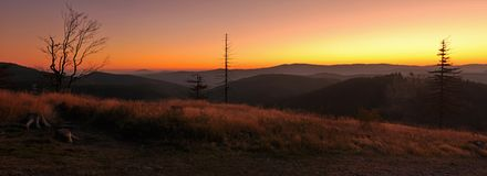 Nascer do sol sobre o horizonte Fotografia de Stock Royalty Free