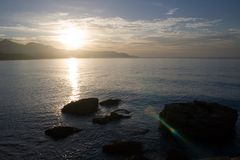 Nascer do sol sobre o horizonte fotos de stock