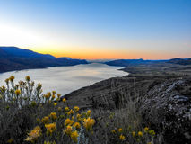Nascer do sol sobre o lago Kamloops Fotografia de Stock Royalty Free