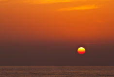 Nascer do sol sobre o mar Fotografia de Stock Royalty Free
