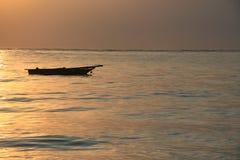 Nascer do sol sobre o mar Imagens de Stock