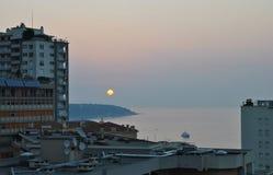 Nascer do sol sobre o mar em Mônaco Fotos de Stock Royalty Free