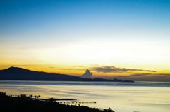 Nascer do sol sobre o mar em Sulawesi Fotografia de Stock Royalty Free